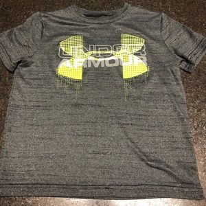 VGUC Under Armour Dri Fit tee size small